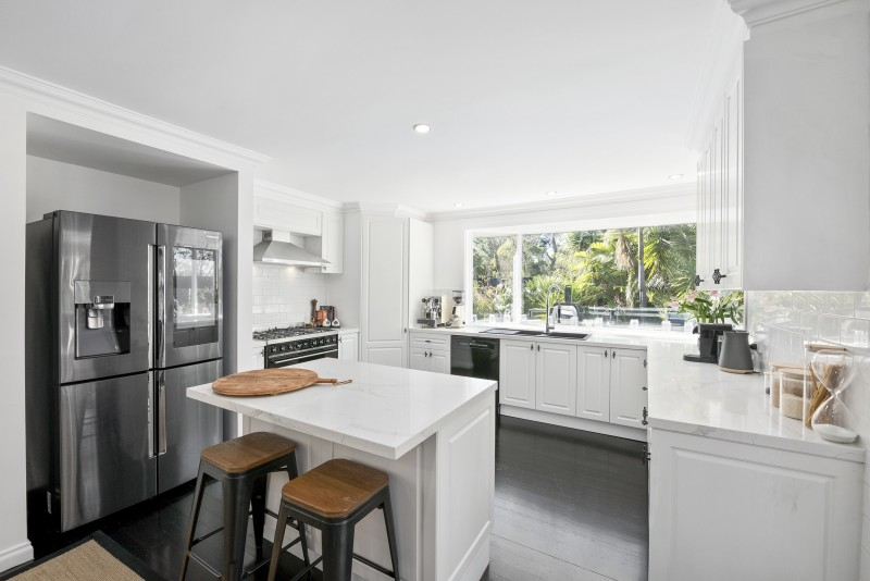 white kitchen with breakfast bar
