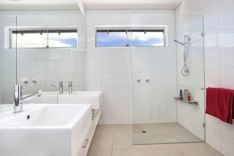 hires.22571-Bathroom