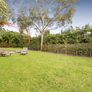3_NairanaCrt_050 - Garden